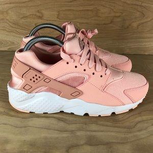 Women's Nike Huarache Run Se Storm Pink Shoe NWT